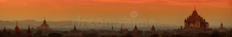 Bagan Myanmar, Birmania Ampio panorama delle tempie buddisti antiche fotografia stock libera da diritti