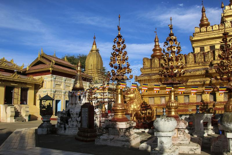 BAGAN, MYANMAR - 10 DE DEZEMBRO DE 2016: Pagode de Shwezigon, Bagan, Myan imagem de stock
