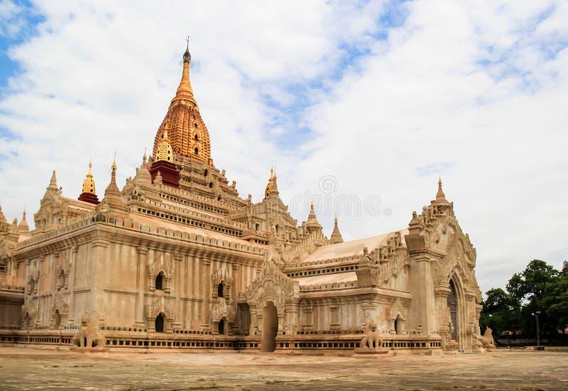 bagan myanmar för ananda vanligt tempel arkivfoton