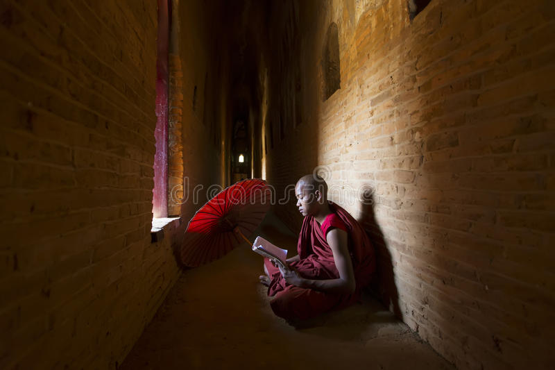 BAGAN MYANMAR, FEB, - 20, 2015: Niezidentyfikowany buddyzmu neofita obrazy royalty free