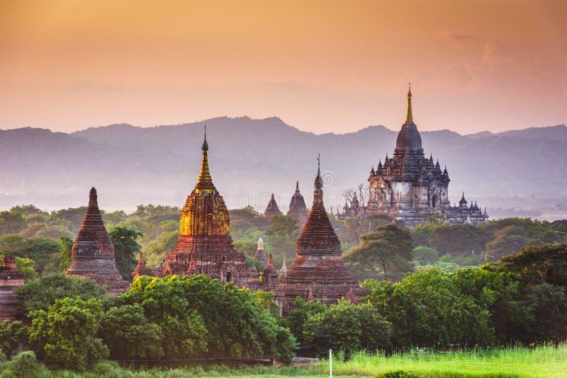 Bagan, Myanmar het oude landschap van tempelruïnes in de archeologische streek stock afbeelding