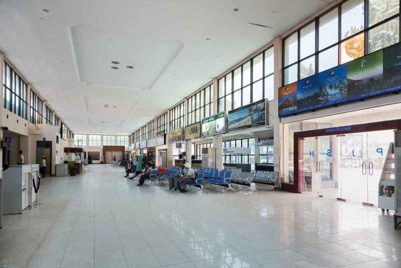 BAGAN, MYANMAR - 14. März 2015: Reisendweg im Fluggastterminal an internationalem Flughafen BAGAN lizenzfreies stockbild