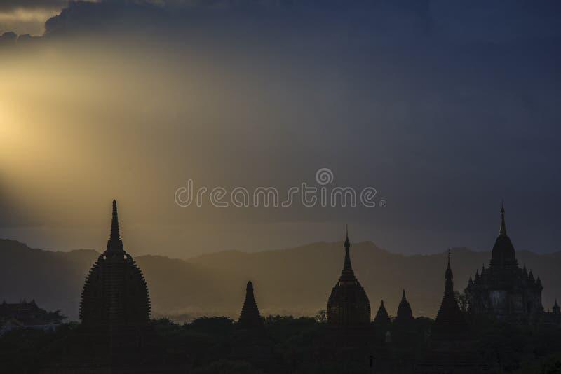 Bagan, Myanmar in Schemering stock afbeelding