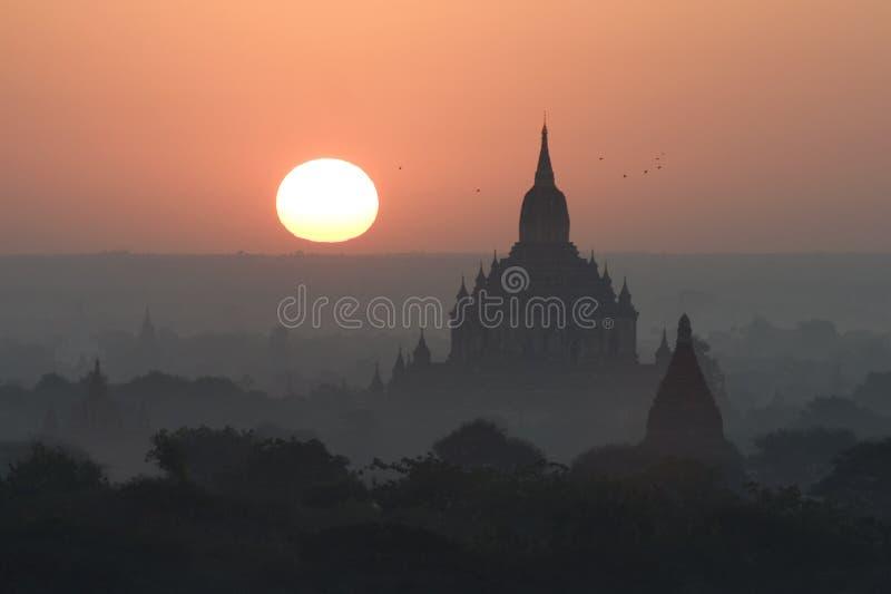 bagan myanmar soluppgångtempel fotografering för bildbyråer