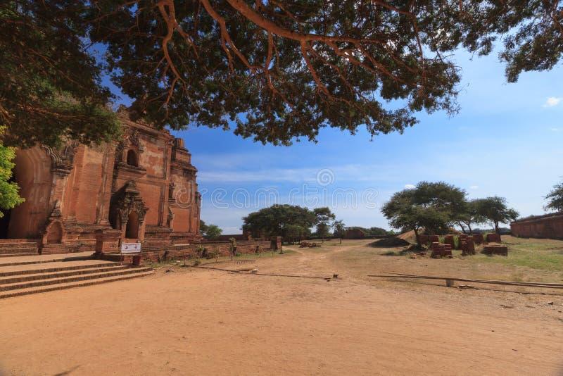 Bagan, Myanmar: uma coleção enorme de stupas e pagodes e templos budistas imagens de stock royalty free