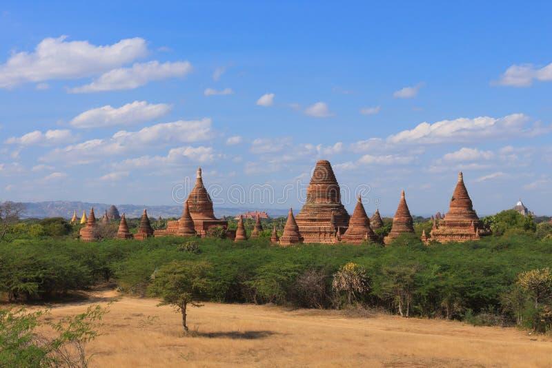 Bagan, Myanmar : une collection énorme de stupas et pagodas et temples bouddhistes photo libre de droits