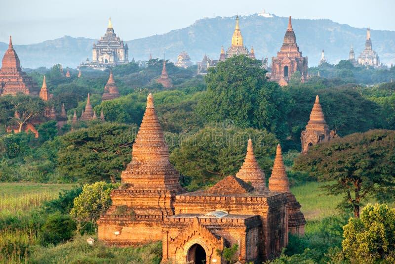 Bagan på solnedgången, Myanmar. arkivfoton