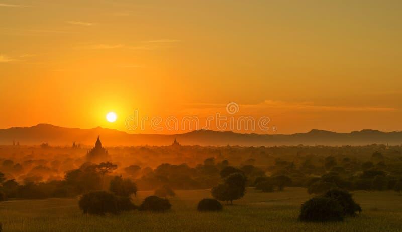Bagan pagody przy wschodem słońca, Myanmar zdjęcia royalty free