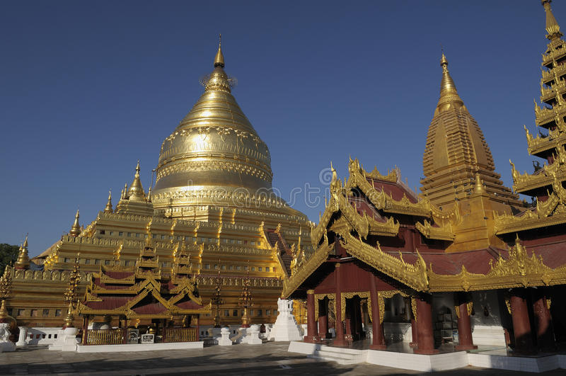bagan shwezigon pagoda стоковые фотографии rf
