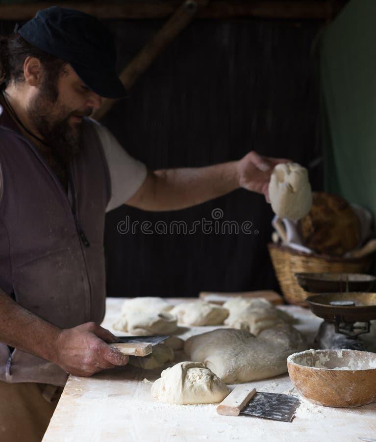Bagarerazdelyvetdeg för att baka bröd royaltyfri fotografi