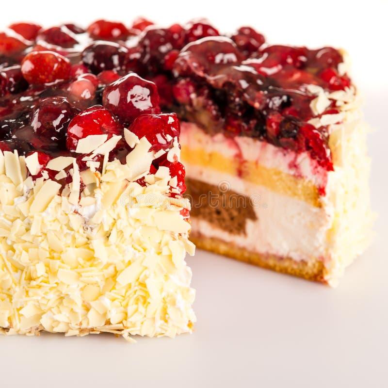 Bagas e amêndoas vermelhas do bolo de queijo da casa de campo imagem de stock royalty free