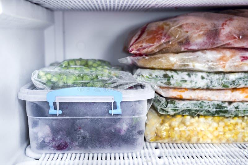 Bagas e vegetais congelados imagem de stock