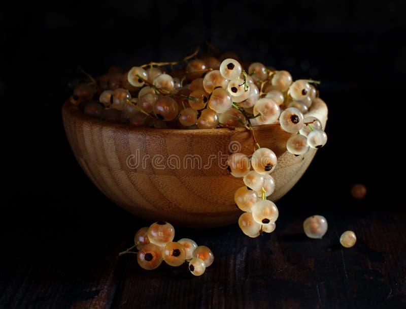 Bagas maduras do corinto branco fotos de stock