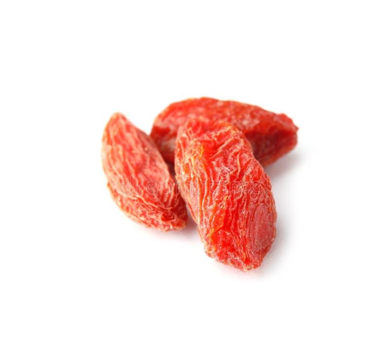 Bagas secadas saborosos do goji no branco fotos de stock royalty free