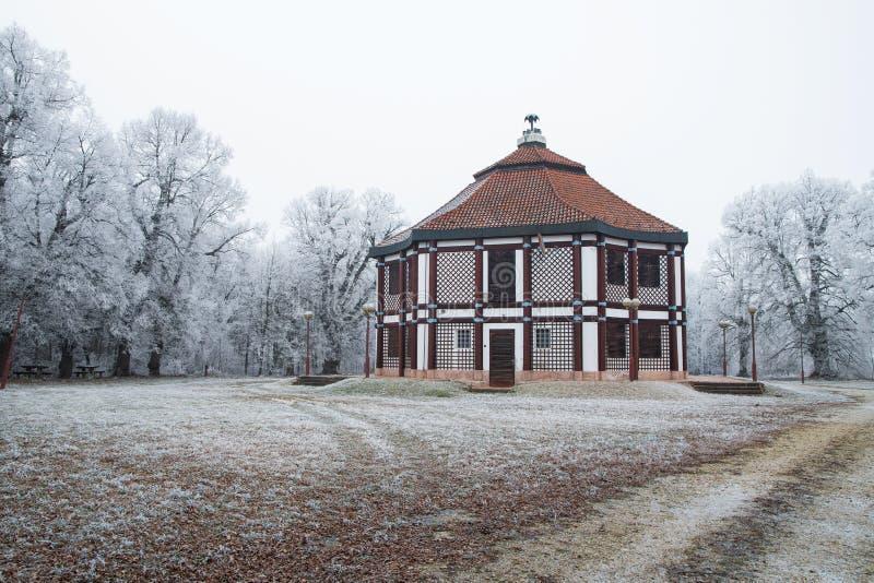 Bagatelle i vintern med träd, Fertod royaltyfri foto