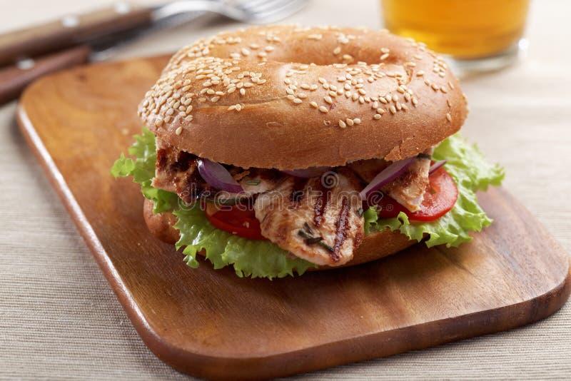Download Bagel σάντουιτς με την ψημένη στη σχάρα Τουρκία Στοκ Εικόνες - εικόνα από τρόφιμα, indoors: 62703394