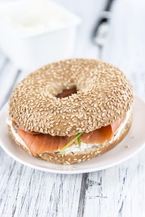 Download Bagel avec des saumons image stock. Image du nutrition - 76084539