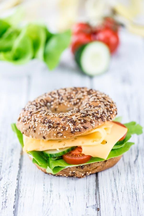 Download Bagel Et X28 ; Avec Le Cheese& X29 Du Gouda ; Photo stock - Image du brioche, fromage: 76084784