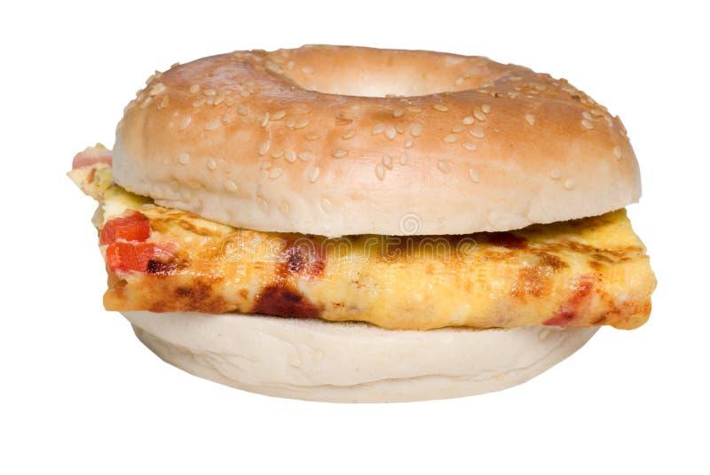 bagel isolerad omelettsmörgås royaltyfri fotografi