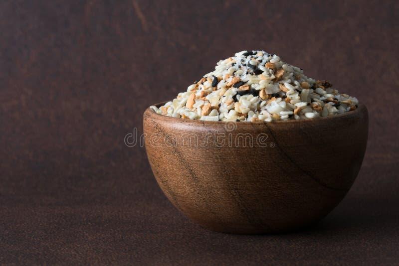 Bagel Seasoning in een Bowl stock fotografie