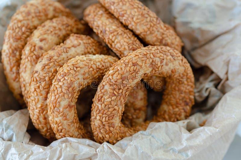 Bagel tradicional turco/Kandil Simidi Rolo Savory coberto com o simit do turco da semente de s?samo imagens de stock