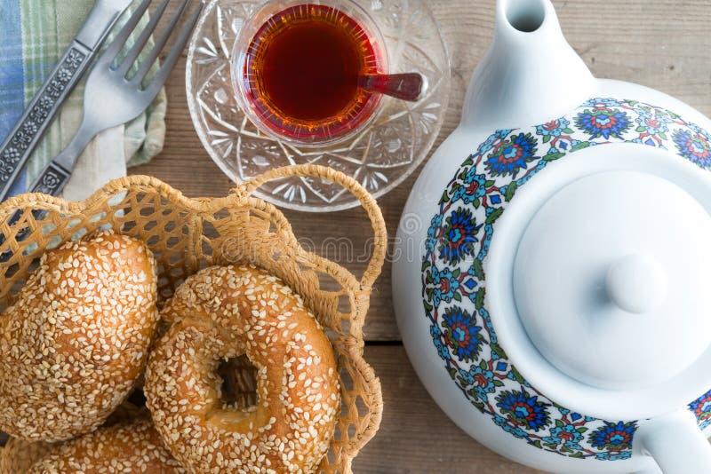 Bagel turchi freschi del sesamo per ora del the immagini stock libere da diritti