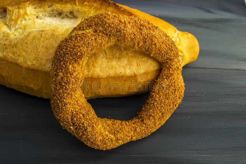 Bagel turco, bagel del sesamo, bagel croccante, bagel del tacchino, bagel in vari concetti, tè ed immagini delle ciambelline sala immagini stock