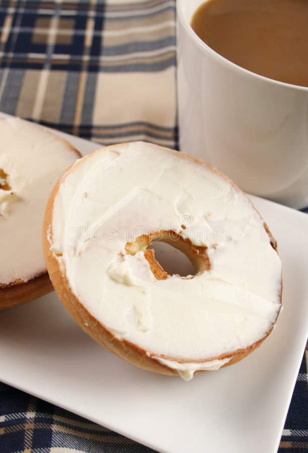 Free Bagel With Cream Cheese Royalty Free Stock Photo - 8670535