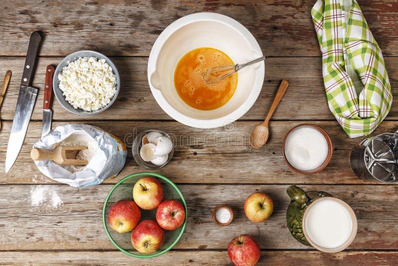 Bageri-bakgrund bakning, mjöl, deg, naturprodukter, ägg, arkivfoton