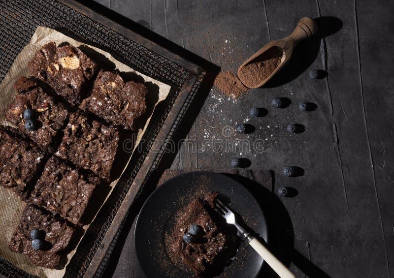 Bageri för mörk för foto för chokladnissebär hemlagat lantlig efterrätt för bästa sikt royaltyfri fotografi