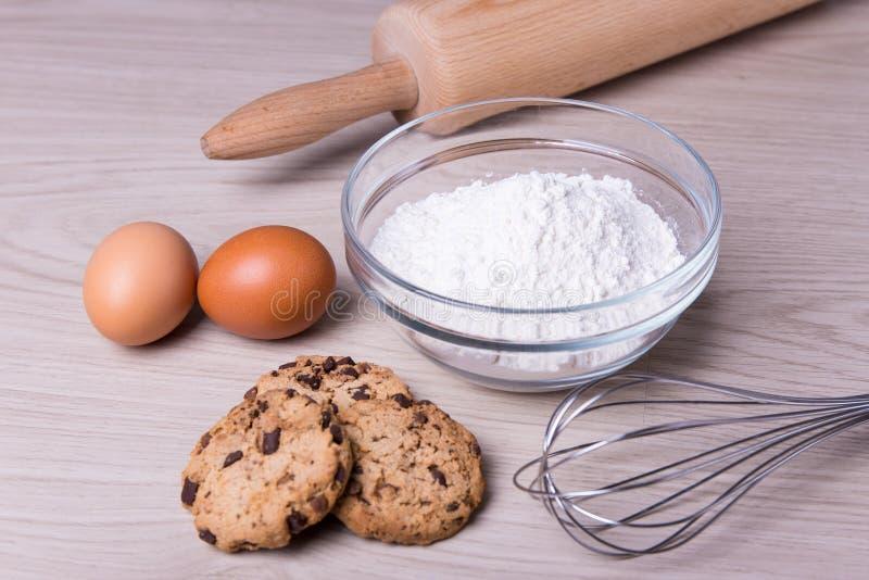 Bageribegrepp - som är nära upp av ingredienser för att laga mat choklad c arkivbilder