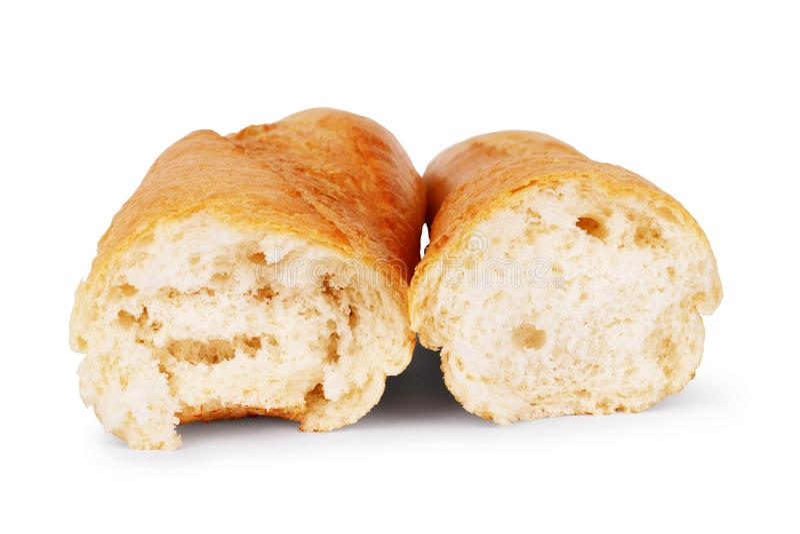 Bagettbröd är brutet i halva på en vit bakgrund royaltyfri fotografi