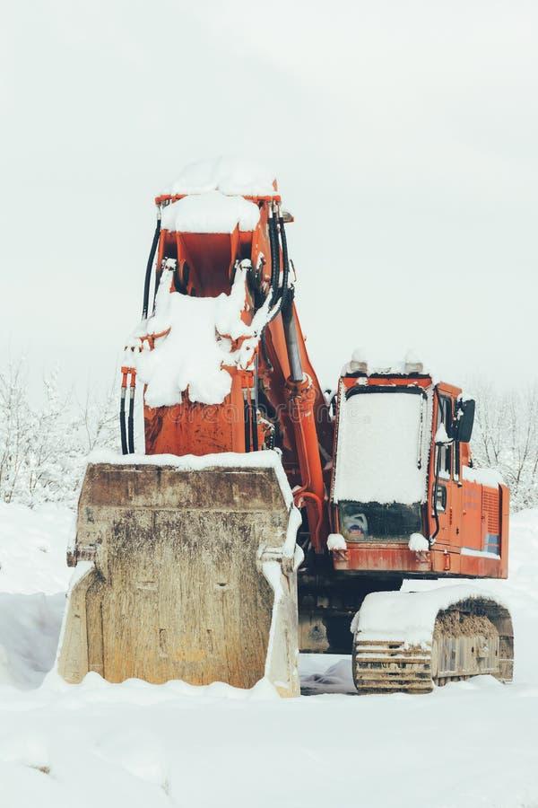 Bagger, der draußen im Schneewinter, Nahaufnahme steht lizenzfreie stockfotografie