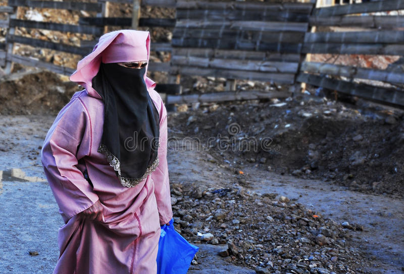 BAGHDAD, IRAK - SEPTEMBER 03, 2007. Unidentified woman walking on the street with the traditional dress and the burka. Jihadist threat adds new fear royalty free stock photos