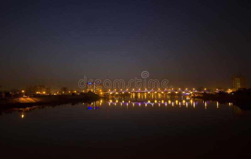 Baghdad på natten royaltyfri fotografi