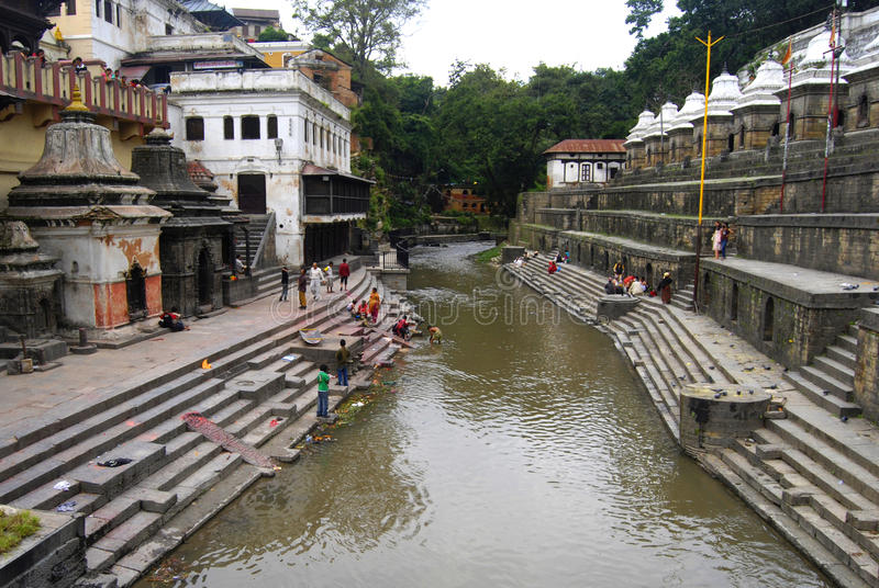 Bagmati flod i Nepal royaltyfri bild