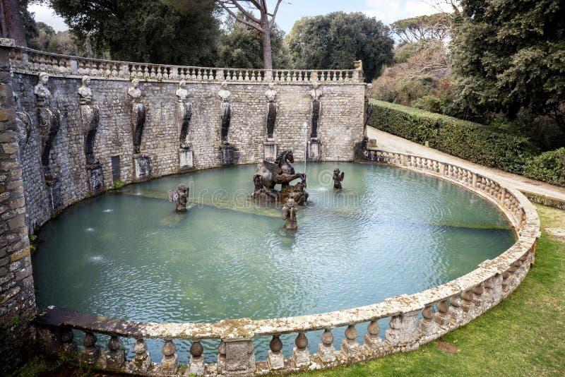 Bagnaia: A casa de campo Lante em Bagnaia é um jardim do Mannerist da surpresa, perto de Viterbo, Itália foto de stock royalty free