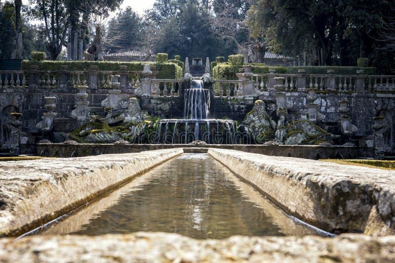 Bagnaia: A casa de campo Lante em Bagnaia é um jardim do Mannerist da surpresa, perto de Viterbo, Itália imagens de stock royalty free