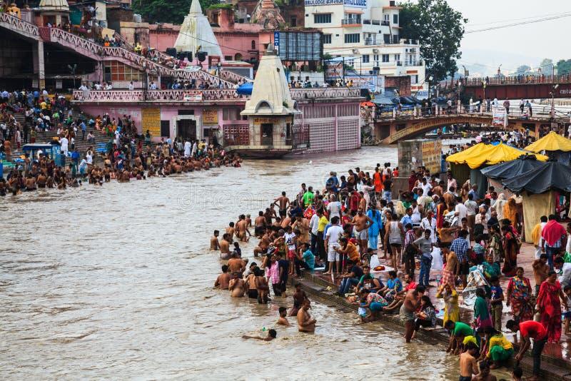Bagnando nel Gange fotografie stock libere da diritti