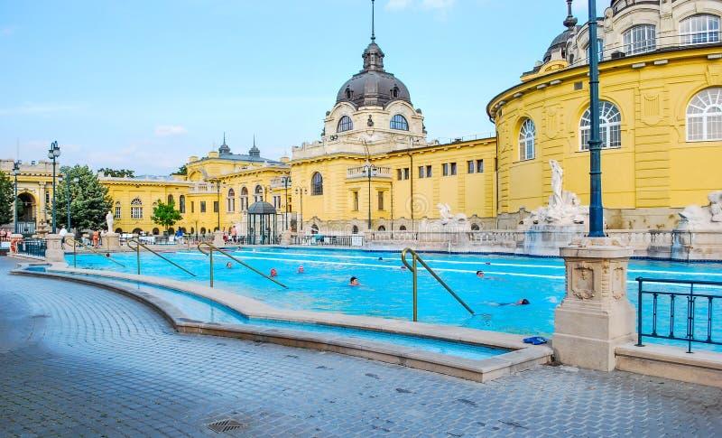 Bagni Di Szechenyi A Budapest In Ungheria Un Giorno Soleggiato ...