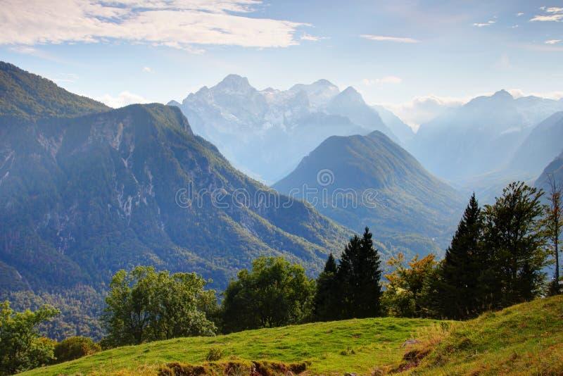 Bagni le valli boscose di Vrata, di Kot e di Sava sotto il picco di Triglav immagine stock libera da diritti