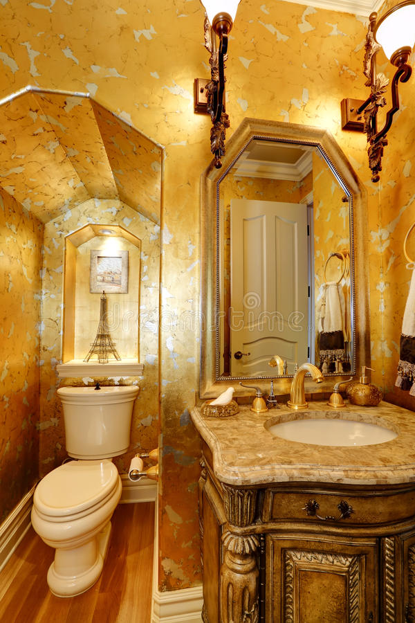 Bagno Antico Dell\'oro Di Stile Fotografia Stock - Immagine di ...