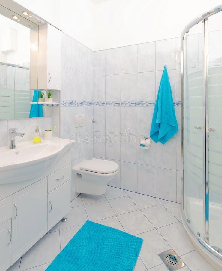 Bagno blu e bianco idee per un bagno blu e bianco design - Bagno blu e bianco ...