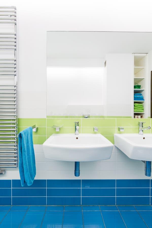 Bagno blu excellent mobili bagno blu scavolini bagno idee for Mobile bagno due lavandini