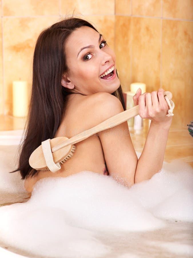 Bagno di bolla dell'introito della donna. immagine stock