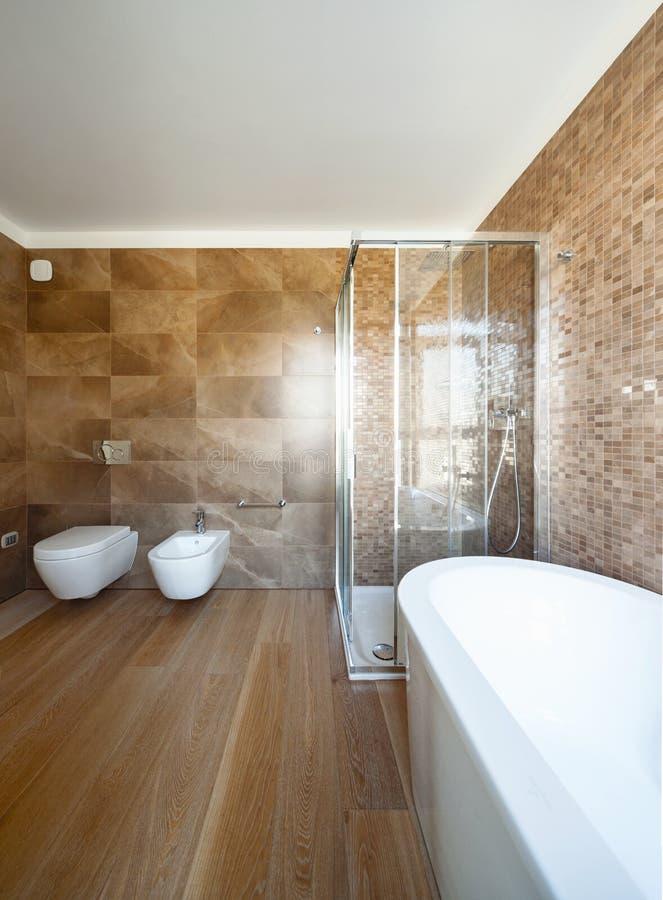 Bagno di lusso in una casa moderna fotografia stock