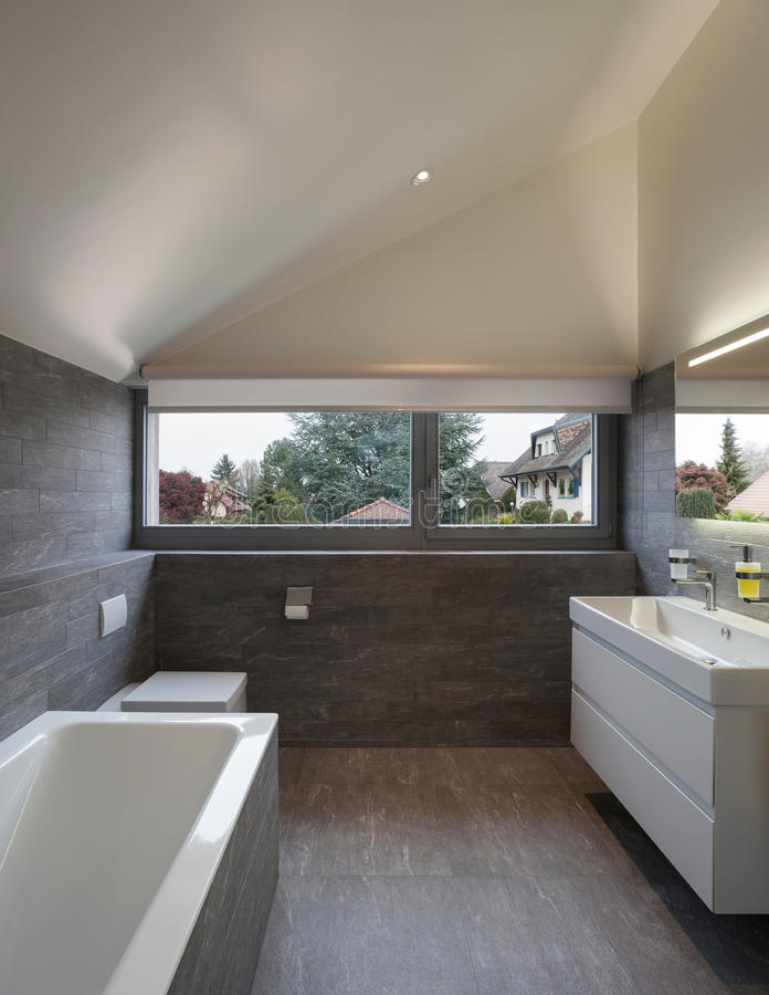 Bagno di una casa moderna fotografia stock libera da diritti