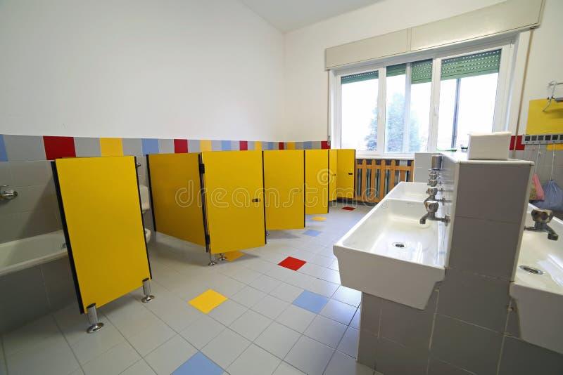 Bagno Di Una Scuola Materna Immagine Stock - Immagine di dell ...