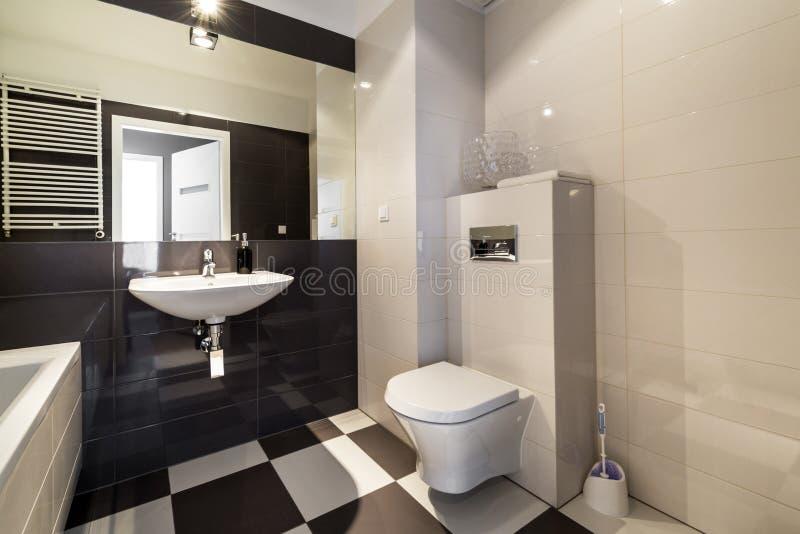 bagno moderno nel colore beige fotografia stock immagine di bello bagno 39433554. Black Bedroom Furniture Sets. Home Design Ideas