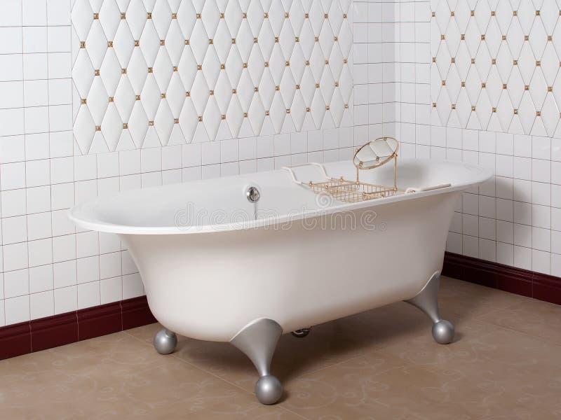 Bagno moderno nell 39 angolo mattonelle bianche fotografia stock immagine 65931500 - Mattonelle bagno moderno ...